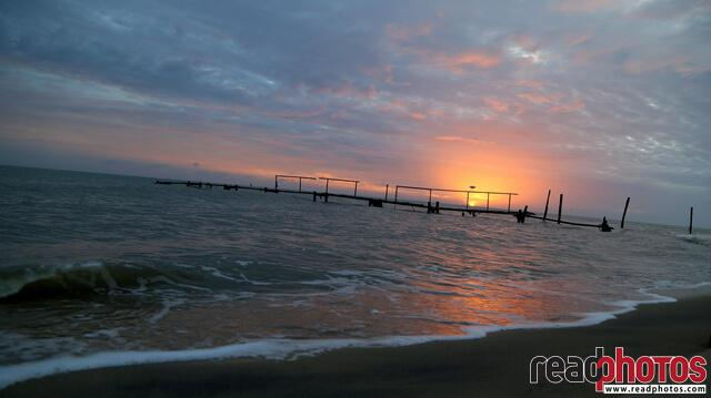 Sunset, sea in Sri Lanka - Read Photos
