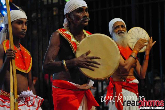 Sri Lankan traditional drummers (2) - Read Photos