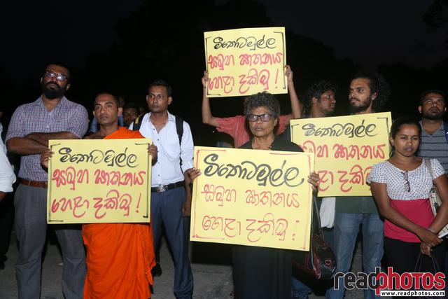 Protest against Meethotamulla litter problem, Sri Lanka (2)